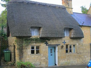 Thatched Cottage, Chipping Campden - Chocolate box cottage!!