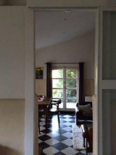 Vue de la chambre à la salle de séjour