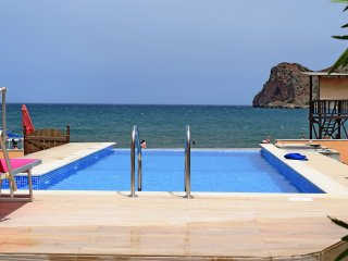 Sea front house★Private beach★Sea Front Pool jet Spa.