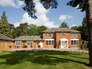Large Luxury Spacious 6-bedroom Family Mansion