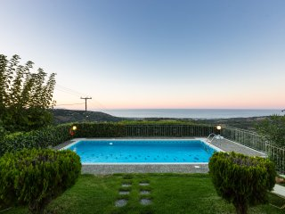 Belvedere Villas - Villa Katerina, Panoramic Views, Close to Beach & City
