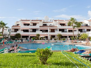 3 Bedroom Apartment. Communal Heated Pool. Central Los Cristianos. |VICTCOURT