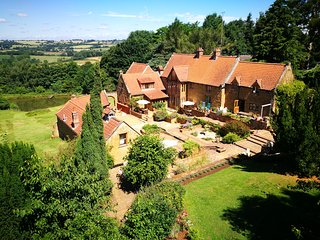 Chestnut, Heath Farm Holiday Cottages. Stunning views in idyllic Cotswold area