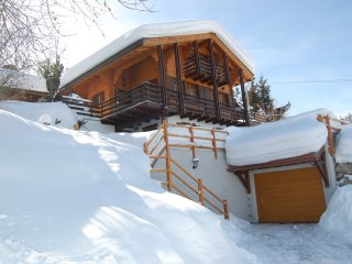 Chalet Lisa, luxury ski in/out family friendly, with garage & spectacular views