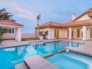 Luxury Villa with Pool + Jacuzzi close to Casinos - LV-CV2