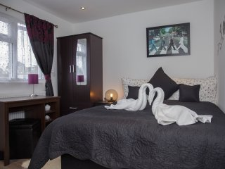 En-suite double room R6