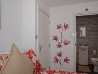 En-suite small double room R7