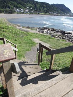And use these stairs to see the incredible Yachats River.