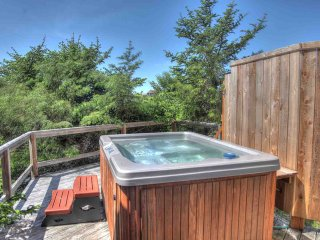 Private new hot-tub at Nautica Beach House sheltered in the shorepines.