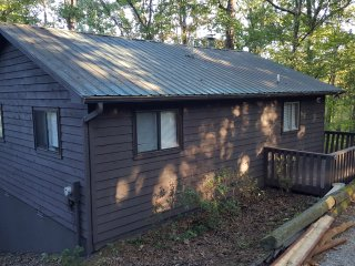 Whispering Creek  - 2 BR, 2 Baths, WIFI & Hot tub!
