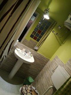 Sala da bagno verde bosco