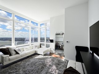 Lux 1BR 1BA home with balcony overlooking the Hudson River. Incomparable skyline
