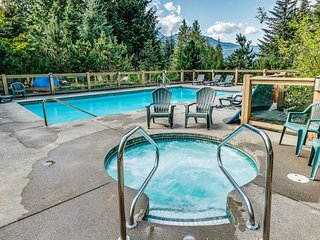 DELUXE SKI-IN Residence with Fireplace + Pool & Hot Tub Access!!