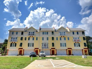 4 bedroom 3.5 Bath Townhome Seconds from the Ocean!  Call Today for Specials!