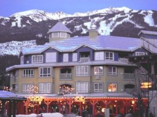 Spacious Suite with Full Kitchen, Balcony, Fireplace, + Hot Tub Access! Chalet in Whistler