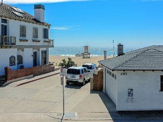 Beautiful Upper Beach Condo! 1 House from Sand! (68294)