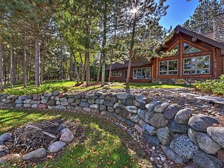 NEW! Lakefront 5BR Log Cabin on Whitefish Chain!