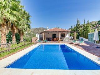 Villa con piscina y excelente ubicacion!Ref.220223