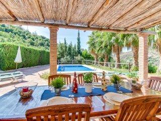 Villa con piscina y excelente ubicación!Ref.220223
