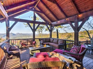 Sapphire Cabin w/Deck, Mtn Views & Pool Access!