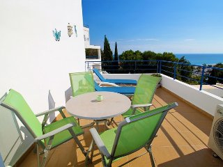 Apartment 2 bed South facing with amazing sea & mountain views, 5 mins to beach