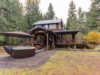 Dog-friendly on 5 acres w/ hot tub, wrap-around deck & firepit, hike/ski nearby!