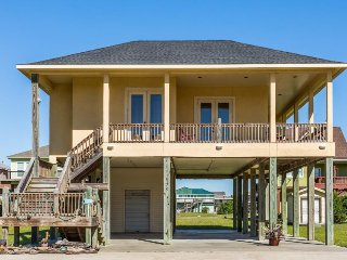 Beautiful beach bungalow w/ balcony, just steps from the beach!
