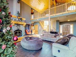 Comfortable mountain home with Boca Reservoir views and a private hot tub!