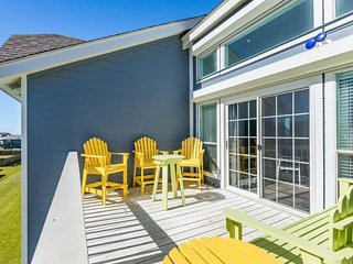Sunny and dog-friendly condo with furnished decks - close to the beach!