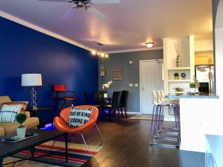 NEW! Modern 2BR/2BA IN THE HEART OF HOLLYWOOD