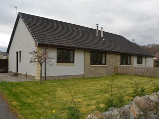 51197 Cottage in Loch Ness
