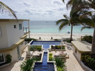 Casa Toucan 1 - Beautiful Beachfront near Square!