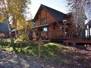 Dog-friendly mountainview ranch home w/ private hot tub, sauna, and more!