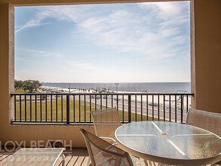 Balcony Condo w/ Great Views, WiFi, Spa Services, Indoor & Outdoor Pool Access