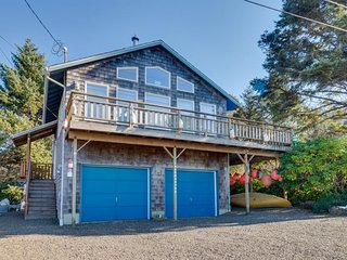 Cozy, family-friendly home w/ deck, ocean views & firepit - 4 blocks to beach!