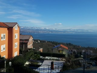 Modernly furnished apartment Love with sea view for 4-5 persons in Lovran