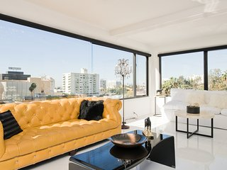 STUNNING PENTHOUSE WITH PANORAMIC VIEWS OF HOLLYWOOD AND LOS ANGELES