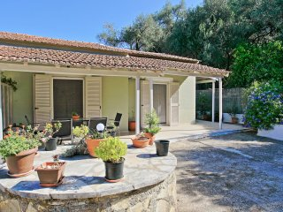 Corfu apartment for four, in a quiet area, air-conditioned, very close to Saint