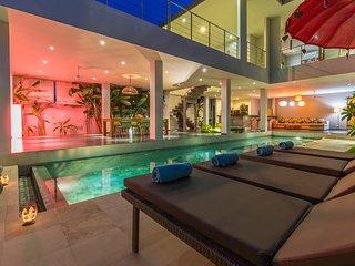 Modern & luxury villa with16m Pool at 5min beach