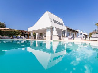 Luxury Villa Incanto a Mare - modern style - private pool - wifi - concierge