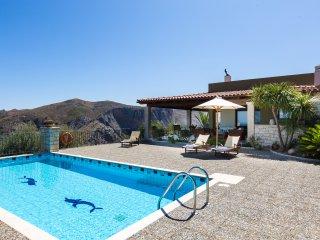 Belvedere Villas - Villa Efrosini, Full Privacy with View, Close to Beach & City