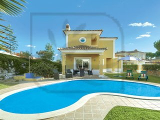 LUXURY 5 BED VILLA W/ HEATABLE POOL, GAMES ROOM, AIR CON, AND FREE WI-FI
