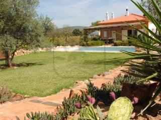 CHARMING VILLA WITH PRIVATE POOL, BBQ AND Wi-Fi