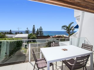 Unit 2 Surfscene 17 Park Cresent Sunshine Beach
