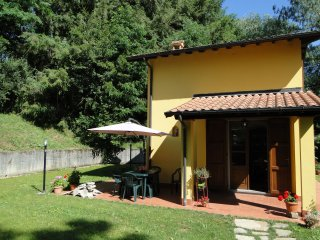 Riverside house with small private pool, walk to all facilities. WIFI. Romantic.