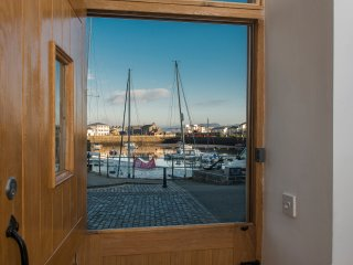The Captain's Bank: Stunning Waterfront Self-catering Apartment sleeps 4