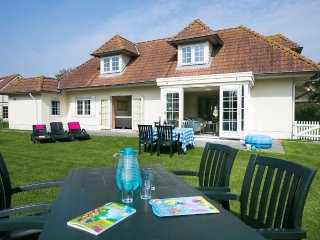 Villa in the center of Domburg with Internet, Pool, Parking, Terrace (285543)