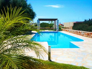 Luxury apartment with pool, near Tersanas beach.