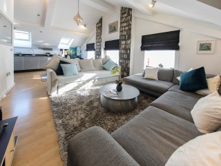 Regent Penthouse (Sleeps 4 + 2)