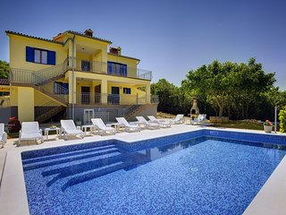 Holiday Apartment in Trgetari, Magnificent View and Swimming Pool